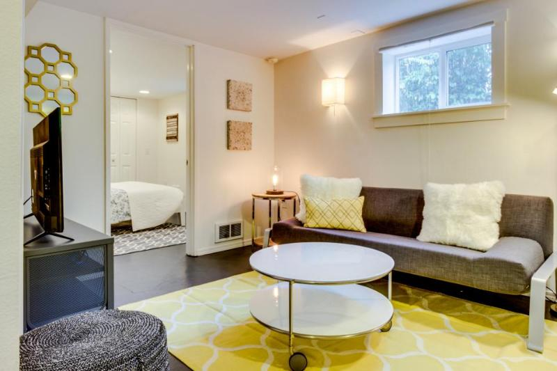Stylish condo, south of great Capitol Hill eateries & bars! - Image 1 - Seattle - rentals