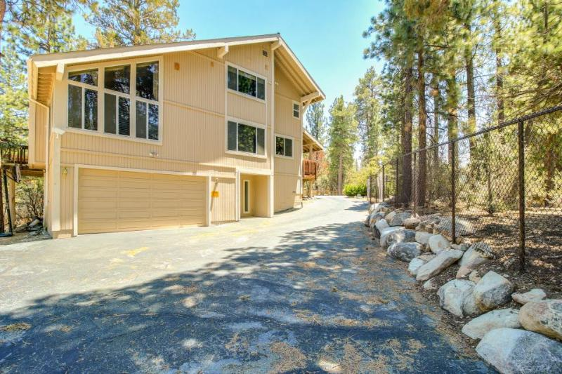 Quiet, dog-friendly home on 6 acres w/ entertainment, close to lake & ski - Image 1 - Big Bear Lake - rentals