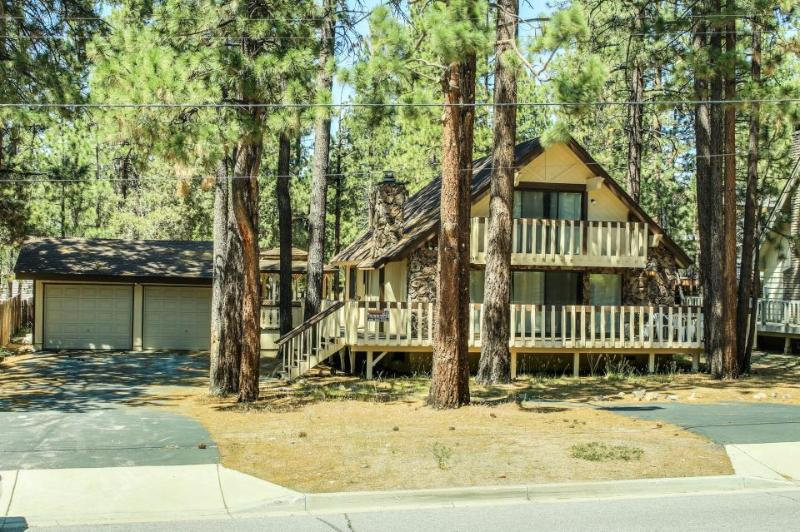 Newly renovated home with private hot tub and all the home essentials - Image 1 - Big Bear Lake - rentals