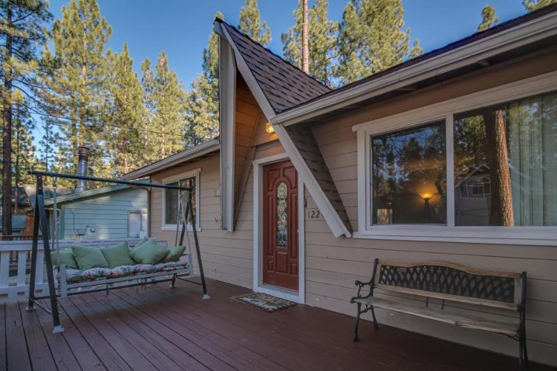 Comfortable dog-friendly mountain home w/ 2 fireplaces, backyard, & pool table! - Image 1 - Big Bear Lake - rentals