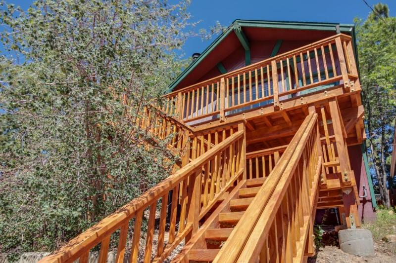 Quaint cabin for four close to the lake and The Village - Image 1 - Big Bear Lake - rentals