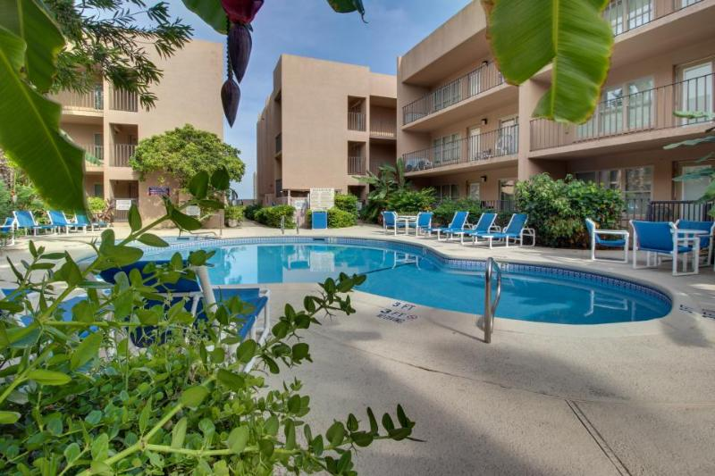 First-floor condo w/shared pool & hot tub - walk one block to beach! - Image 1 - South Padre Island - rentals