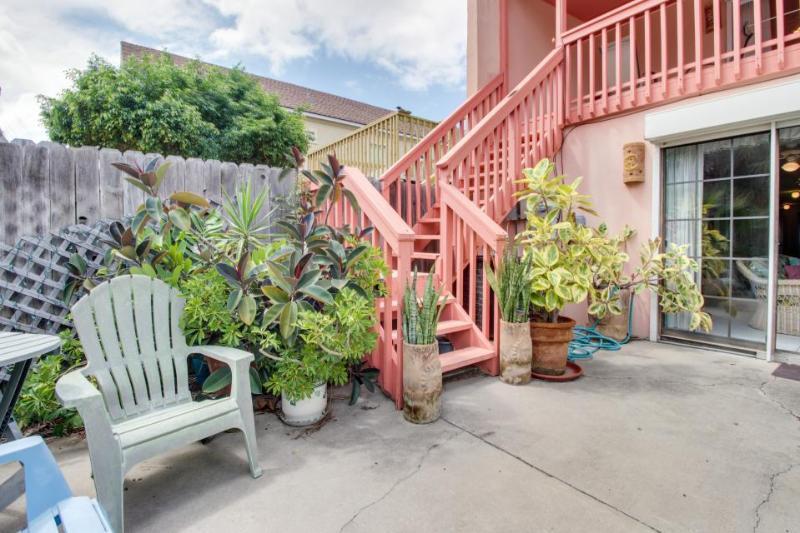 Cute, dog-friendly house close to beach w/patio & garden! - Image 1 - South Padre Island - rentals