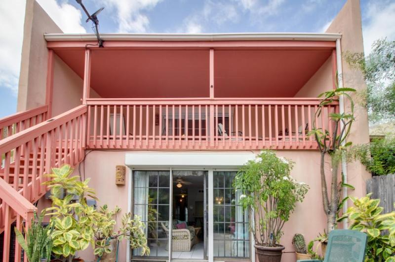Cute, dog-friendly house close to beach w/patio & garden! - Image 1 - South Padre Island - rentals
