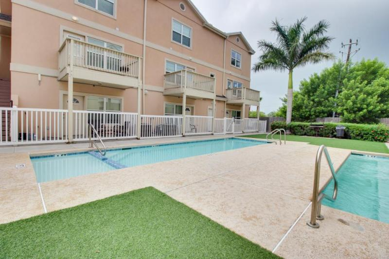 Walk your dog to the beach; shared pool and hot tub with this great home - Image 1 - South Padre Island - rentals
