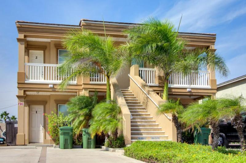 Lovely condo two blocks from the beach w/ shared pool access! - Image 1 - South Padre Island - rentals
