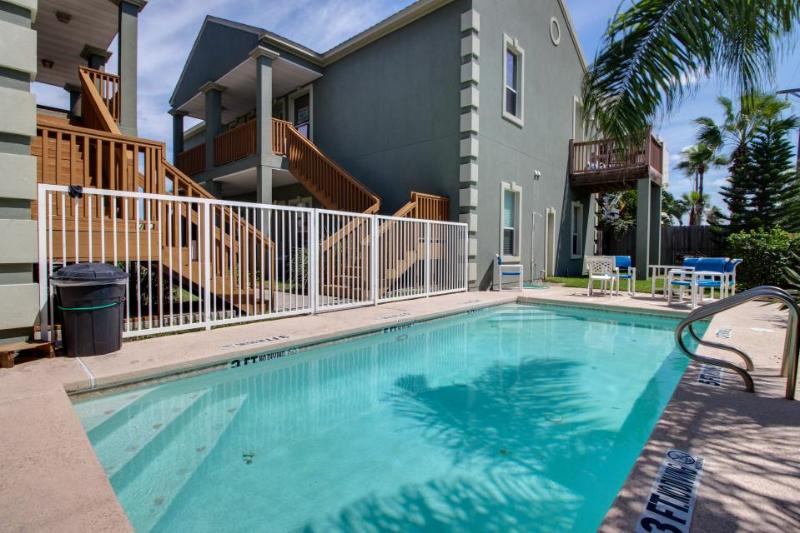 Shared pool & beach access in this great condo - dog-friendly, too! - Image 1 - South Padre Island - rentals
