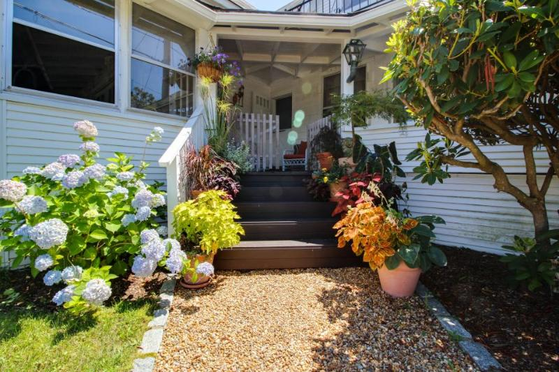 Historic home with gorgeous antiques and modern conveniences - Image 1 - Oak Bluffs - rentals