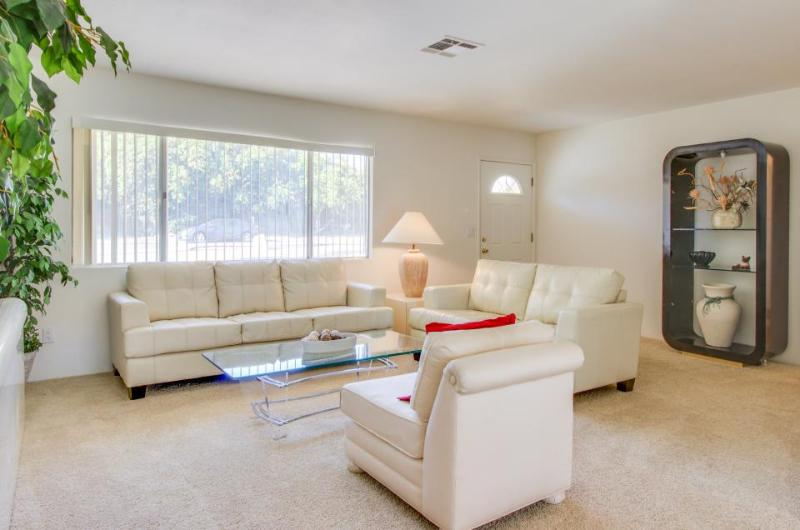 Bright and nicely furnished getaway, just blocks from El Paseo Drive - Image 1 - Palm Desert - rentals