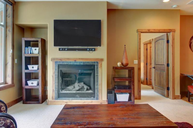 Walk to lifts from this luxurious ski condo w/views - plus shared pool & hot tub - Image 1 - Durango - rentals