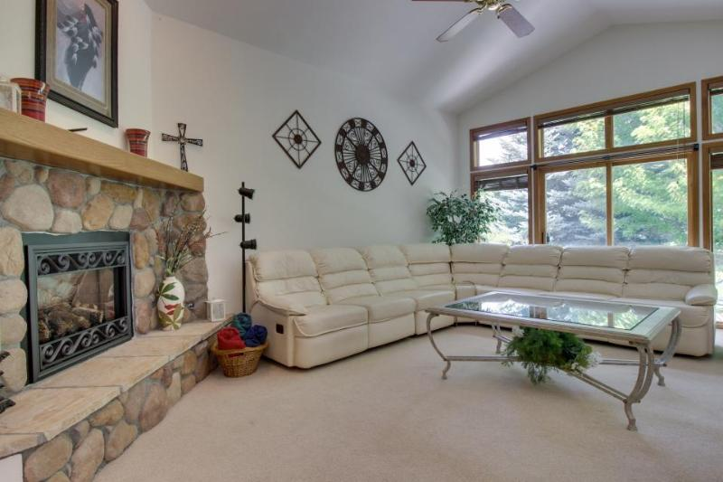 Spacious single-level home close to Dalton Ranch Golf Course - Image 1 - Durango - rentals