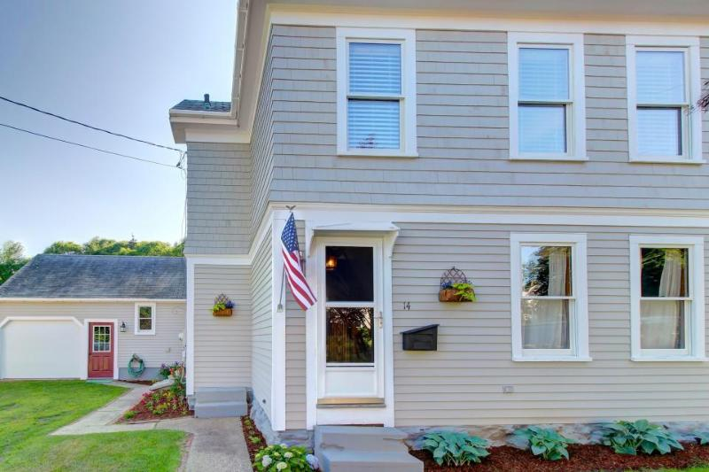 Classic and dog-friendly house w/grassy yard, near area shopping! - Image 1 - Boothbay Harbor - rentals