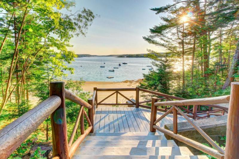 Vintage, dog-friendly log cabin w/ beach club access, very close to harbor - Image 1 - Boothbay Harbor - rentals