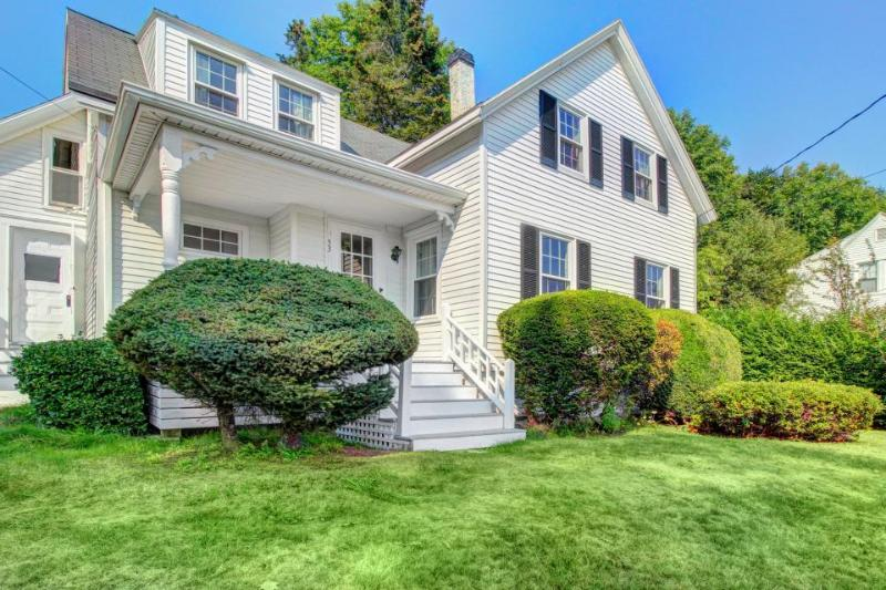 Romantic, old-world retreat close to restaurants and water - Image 1 - Boothbay Harbor - rentals
