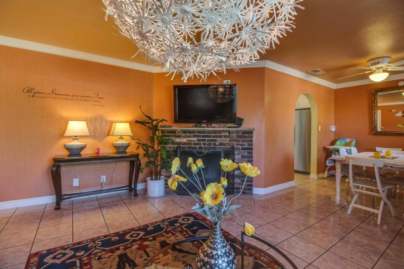 Two miles from Disneyland, plus a pool! - Image 1 - Anaheim - rentals