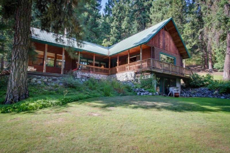 Spacious log cabin w/ wood stove - just minutes from downtown Leavenworth! - Image 1 - Leavenworth - rentals