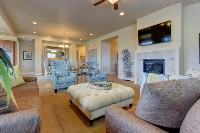 Gorgeous poolside home w/ shared pool, hot tub, & clubhouse! - Image 1 - Santa Clara - rentals