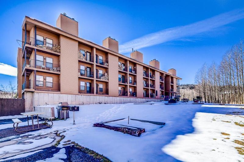 Cozy ground floor ski lodging w/community game room & grill area! - Image 1 - Brian Head - rentals