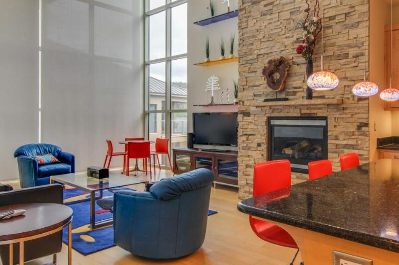 Stunning condo w/ great location, jetted tub, and private hot tub! - Image 1 - Brian Head - rentals
