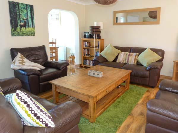CAIRNIE VIEW, detached cottage, en-suite, WiFi, activities from the doorstep, in Aviemore, Ref 928132 - Image 1 - Aviemore - rentals