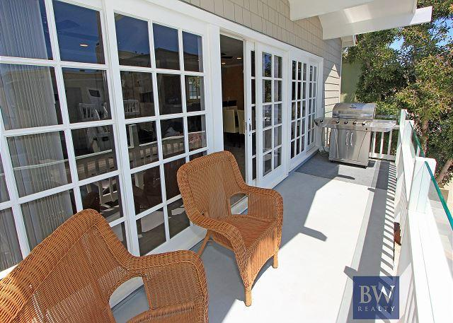 Spacious Oceanside Upper Condo! 1 House from Sand with 2 Balconies! (68135) - Image 1 - Newport Beach - rentals
