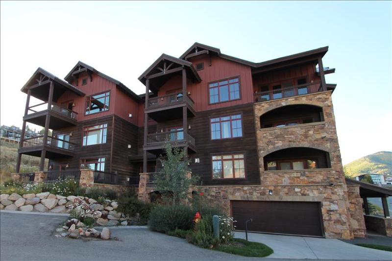 2 BR Black Diamond Lodge condo, bedrooms on separate floors, hot tub.  LOCATION - Image 1 - Crested Butte - rentals