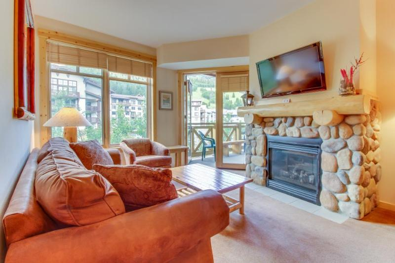 Ski-in/ski-out condo with a shared pool, hot tub & sauna, close to the slopes! - Image 1 - Copper Mountain - rentals