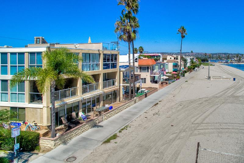 On the sand in the hear of Mission Beach! - 2 WATERFRONT Homes 6br+5.5ba in Mission Beach!!! - Pacific Beach - rentals