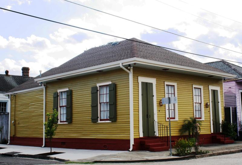 Rampart House, Our Family friendly property. Sleeps 6, and could sleep up to 8 guest.    - The BEARigny Suites (Rampart House) - New Orleans - rentals