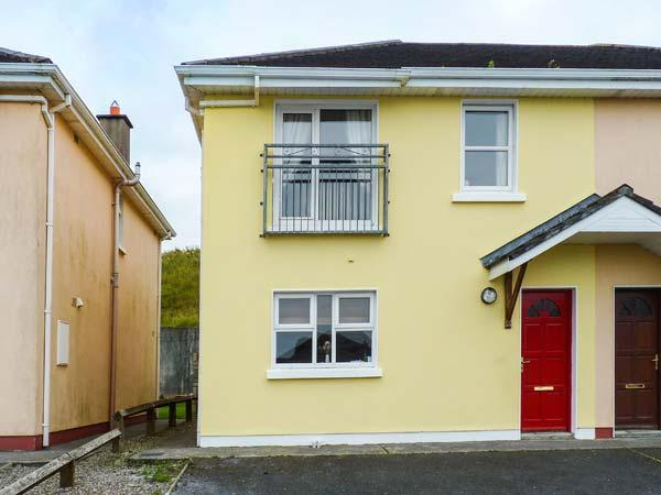 THE RED DOOR, open fire, en-suite, lawned garden, parking, in Lahinch, Ref - Image 1 - Lahinch - rentals