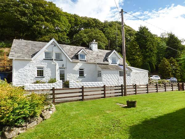 TANYRALLT FARM, woodburner, WiFi, parking, quaint country location, Llanafan Fawr, Ref. 918961 - Image 1 - Llangammarch Wells - rentals
