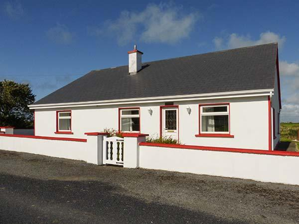 WILD ATLANTIC VIEW, spacious bungalow, off road parking, garden, in Kilbaha, Ref 924508 - Image 1 - Kilbaha - rentals