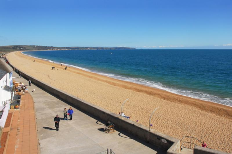 14 At the Beach located in Torcross, Devon - Image 1 - Salcombe - rentals