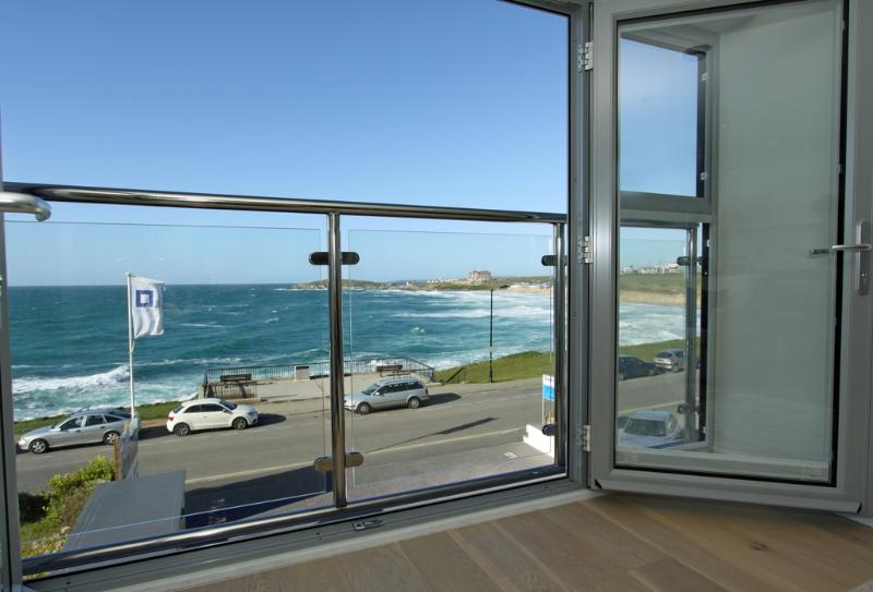 5 Fistral Beach located in Newquay, Cornwall - Image 1 - Newquay - rentals