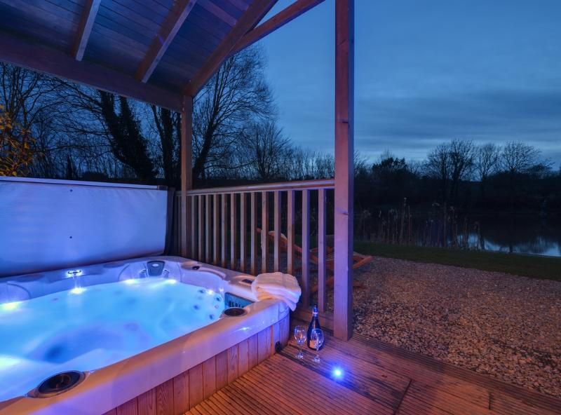 Heron Lodge located in Exmouth & Topsham, Devon - Image 1 - Exeter - rentals