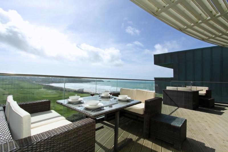 The Penthouse, 15 Pearl located in Newquay, Cornwall - Image 1 - Newquay - rentals