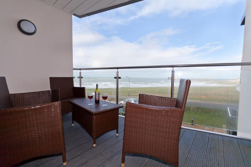 8 Ocean Gate located in Newquay, Cornwall - Image 1 - Newquay - rentals