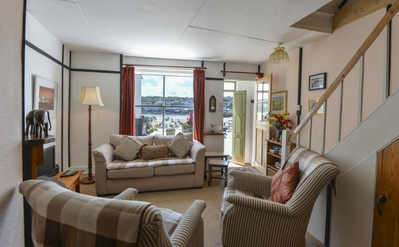 Pelican Cottage, St Ives located in St Ives, Cornwall - Image 1 - Saint Ives - rentals