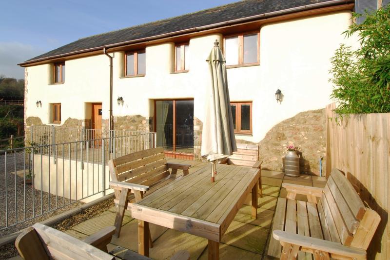 Watery Lane Cottage located in Newton Abbot, Devon - Image 1 - Teignmouth - rentals