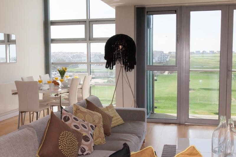 Penthouse, 53 Zinc located in Newquay, Cornwall - Image 1 - Newquay - rentals