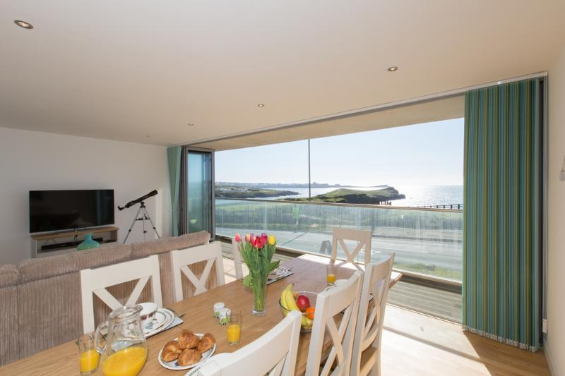 2 Zenith located in Newquay, Cornwall - Image 1 - Newquay - rentals