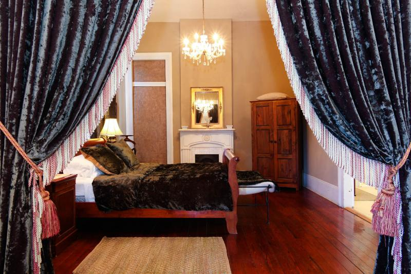 Queen Sleigh Bed - Frenchmen Street, a mecca for live music! - New Orleans - rentals