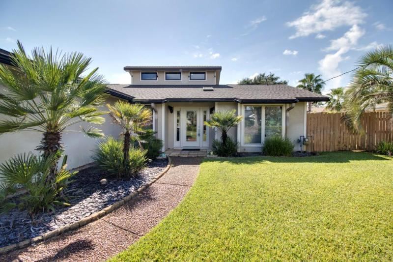 Exquisite home w/ 25 ft. of private dock on the canal & game room! - Image 1 - Gulf Breeze - rentals