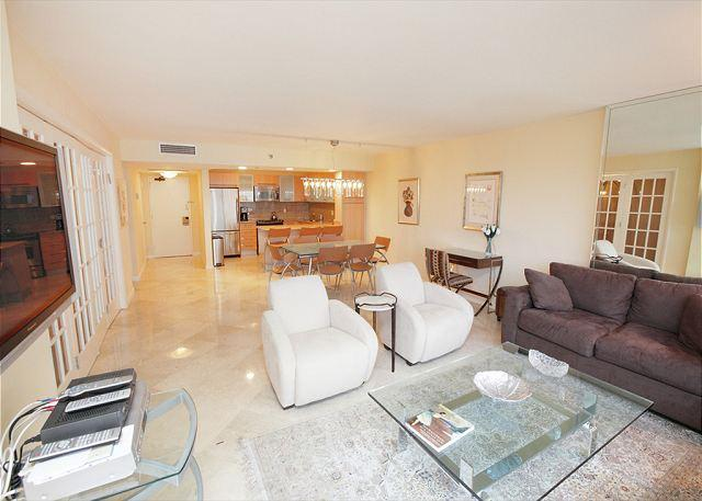 Living Area - Miami Beach 921 Luxury 2 Bedroom Corner Suite - Miami Beach - rentals