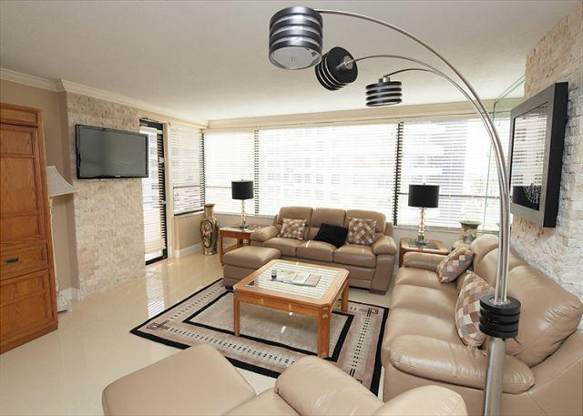 Living Area - Miami Beach 819 Luxury 2 Bed 2 Bath Oceanfront Resort - Miami Beach - rentals