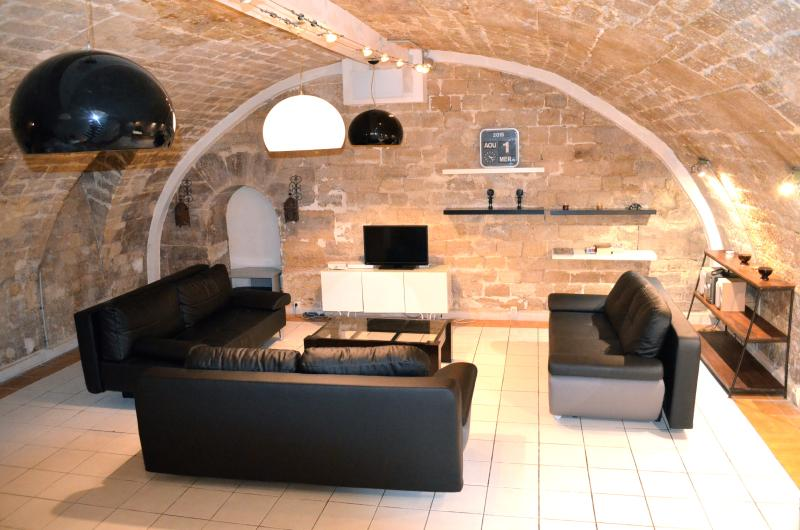 60m2 (650sqft) living room and kitchen area - Charming large triplex loft in Marais gastro haven - Paris - rentals
