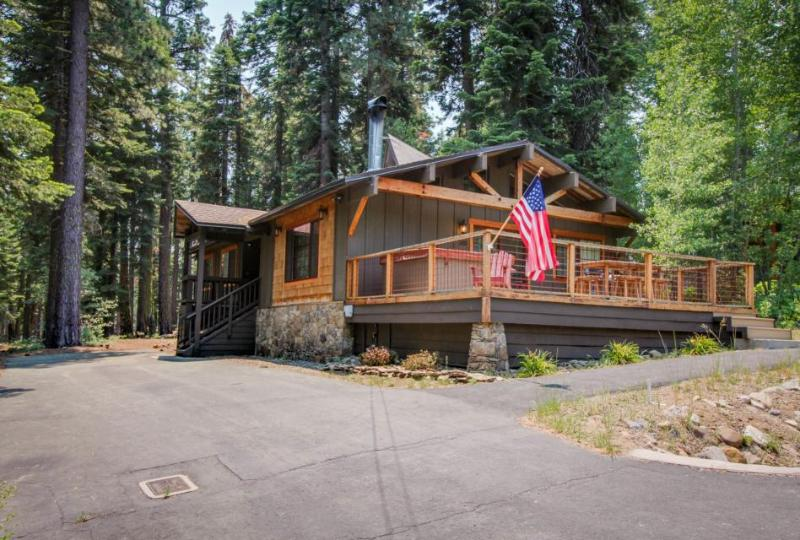 Family-friendly getaway w/ private hot tub - dock & kayaking close by! - Image 1 - Tahoe City - rentals