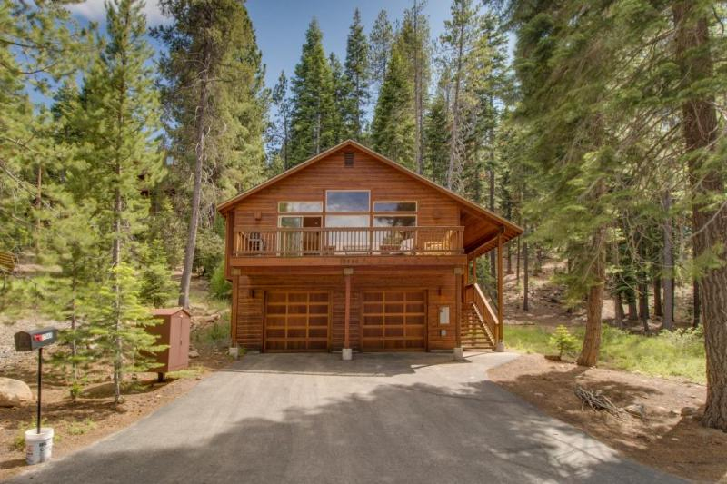Close to Truckee attractions; large deck, fireplace - Image 1 - Truckee - rentals