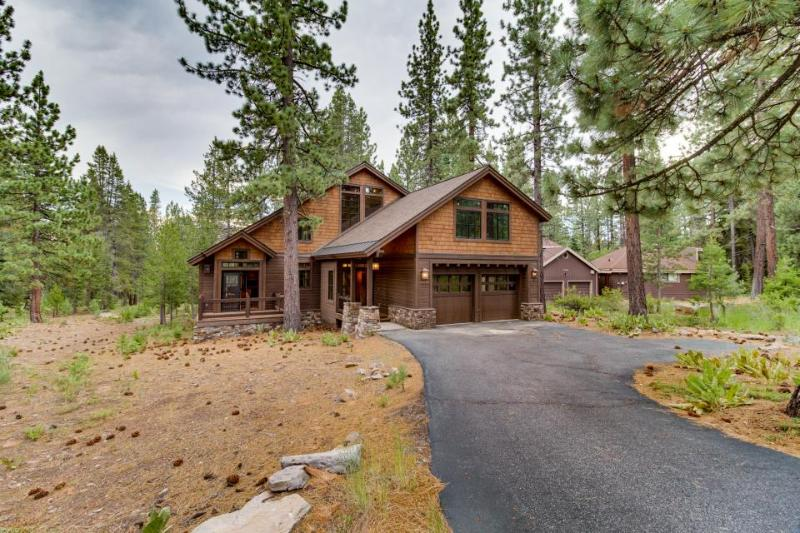 Modern and chic home with golf-course views and shared pool & hot tub - Image 1 - Truckee - rentals