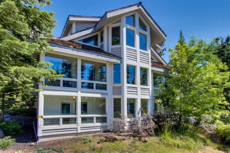 Deluxe dog-friendly, family-friendly home in central location - Image 1 - Carnelian Bay - rentals